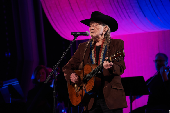 willie-nelson-opens-up-about-his-wandering-ways-new-book