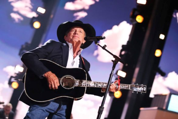 george-strait-says-hats-off-to-halloween-in-throwback-concert-photo