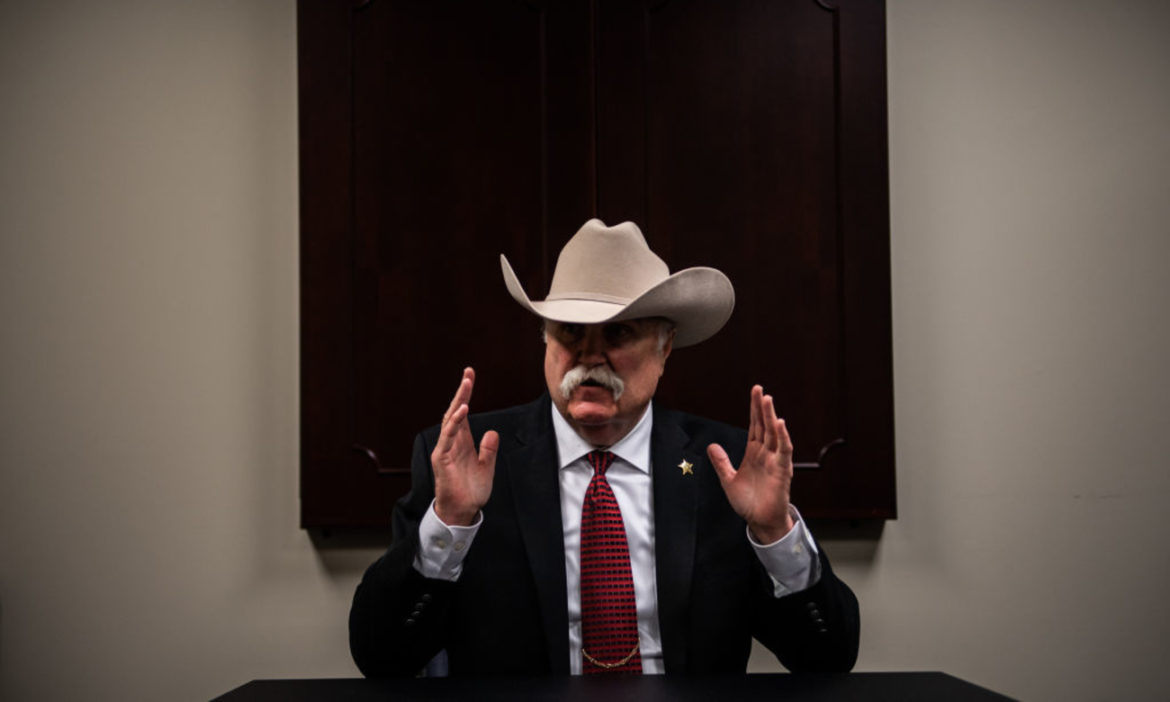 watch-ohio-sheriff-offers-funding-travel-celebrities-leave-us-donald-trump-reelected