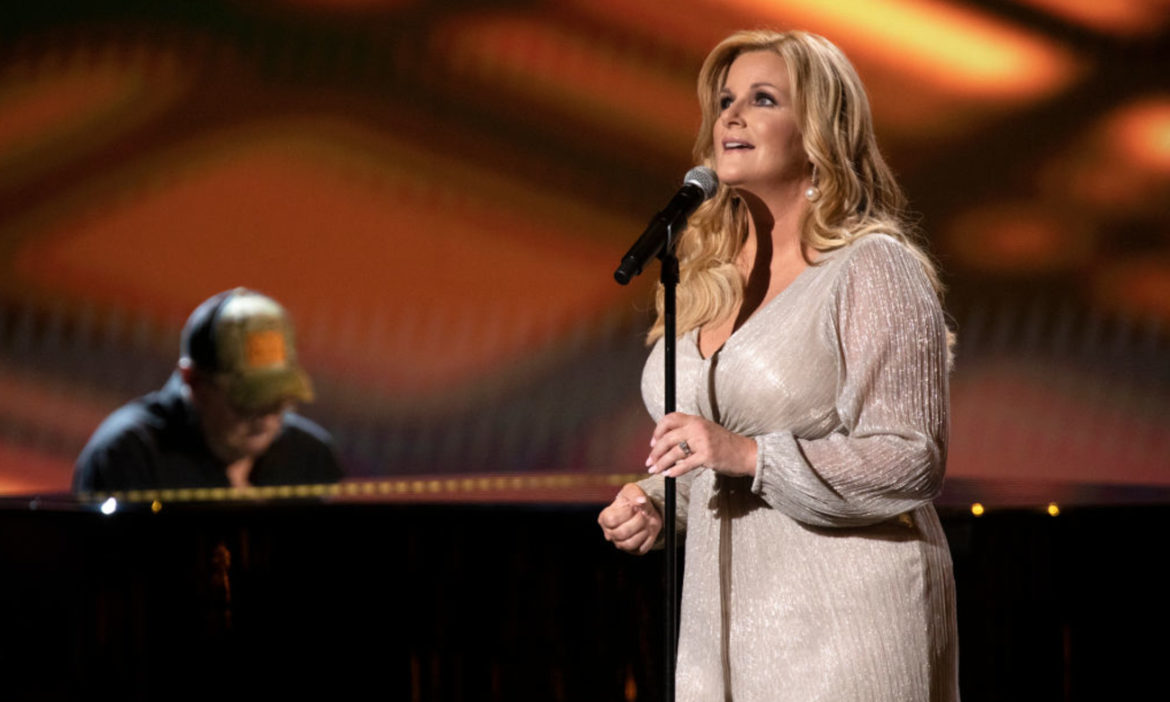 trisha-yearwood-shows-off-incredibly-realistic-cher-face-mask