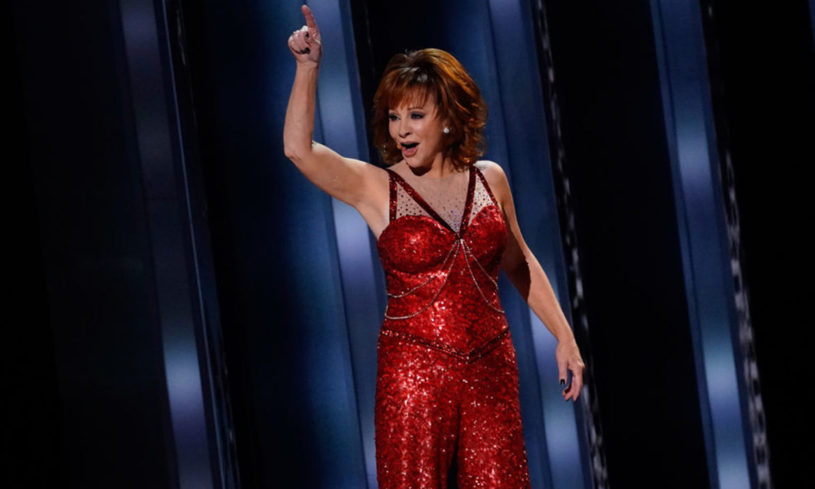 watch-reba-mcentire-rock-fancy-performance-at-2019-cma-awards