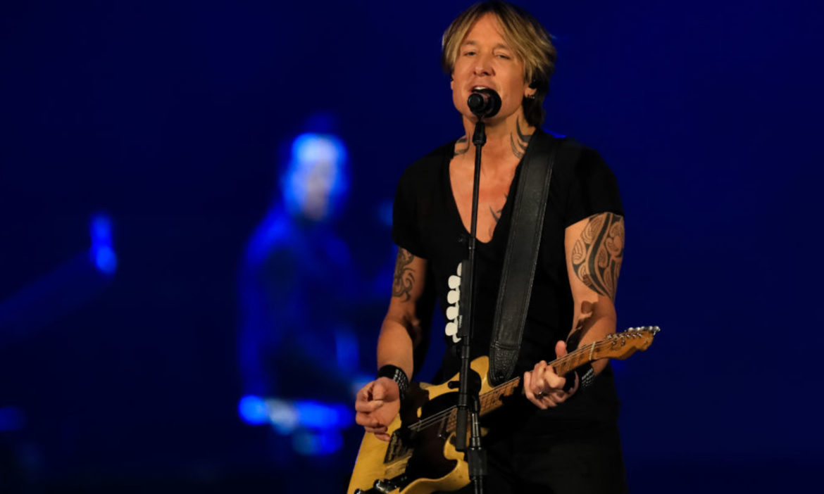 watch-keith-urban-performs-have-yourself-a-merry-little-christmas-for-cma-country-christmas-2012