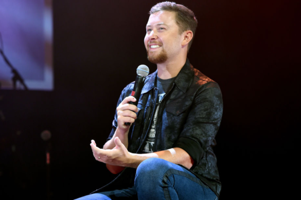 LISTEN-Scotty-McCreery-Own-Touch-Twas-Night-Before-Christmas