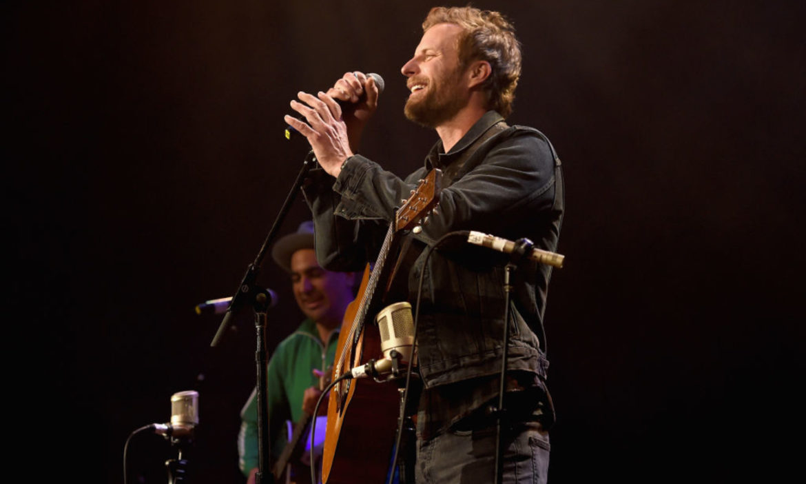 dierks-bentley-premieres-new-music-video-for-gone-channels-office-full-house-more