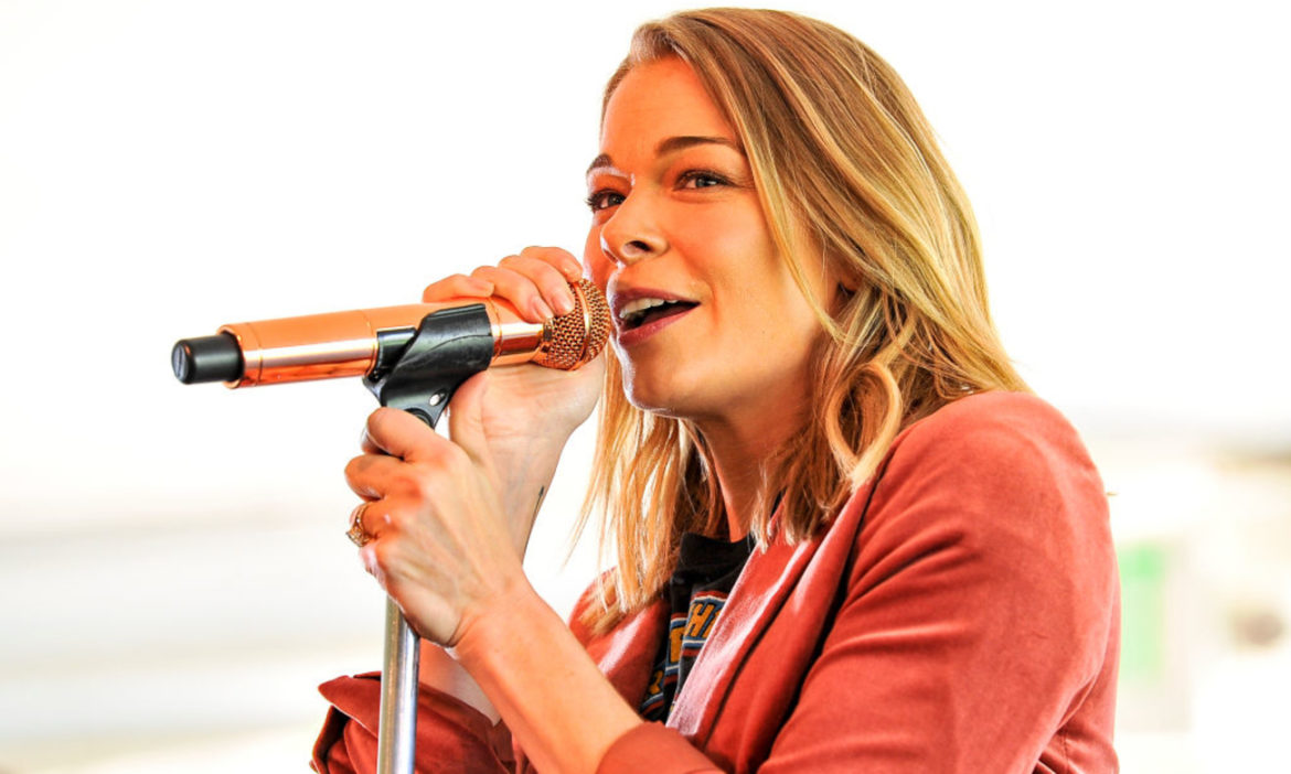 leann-rimes-how-do-i-live-story-behind-90s-hit-song