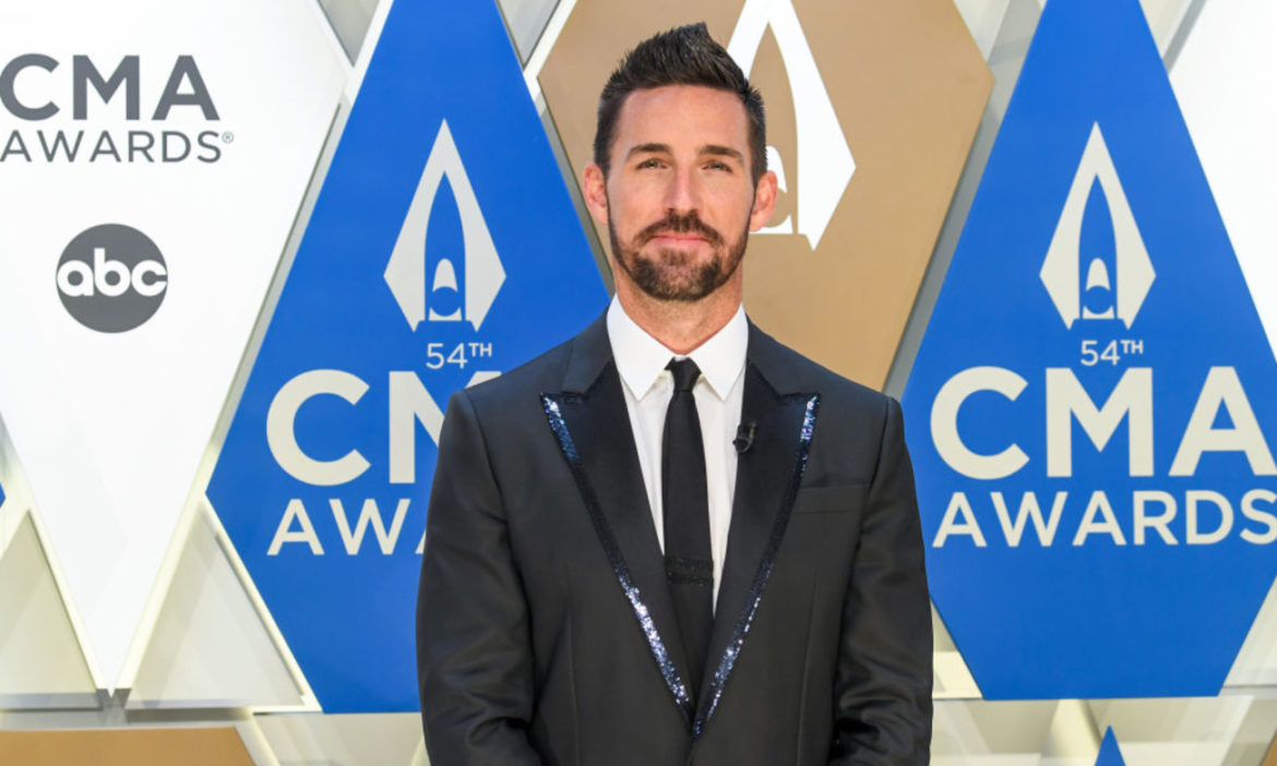 jake-owen-posts-cute-photo-daughter-uncle-kenny-chesney