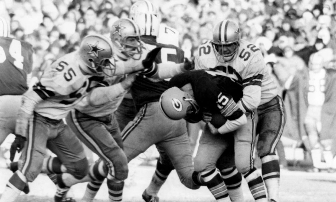 on-this-day-green-bay-packers-take-on-dallas-cowboys-in-ice-bowl-in-1967