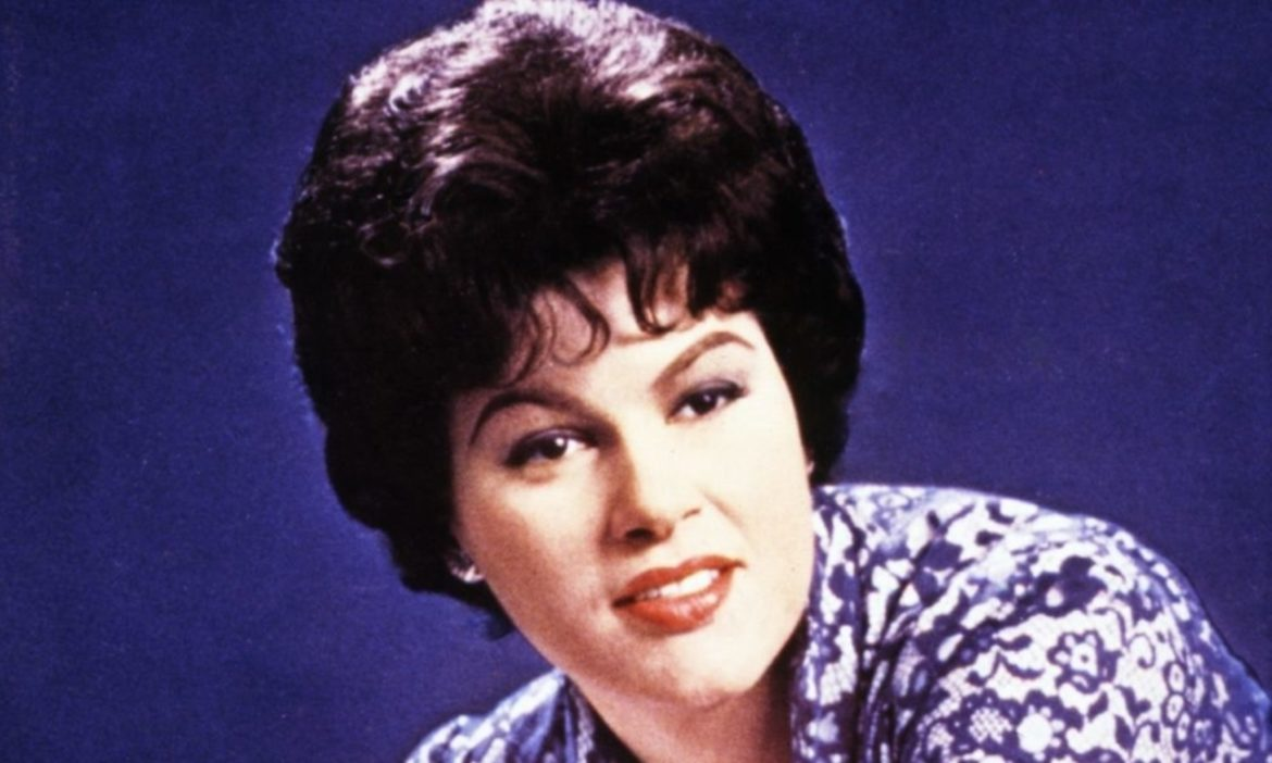 country-throwback-listen-to-patsy-cline-lost-holiday-song-christmas-without-you