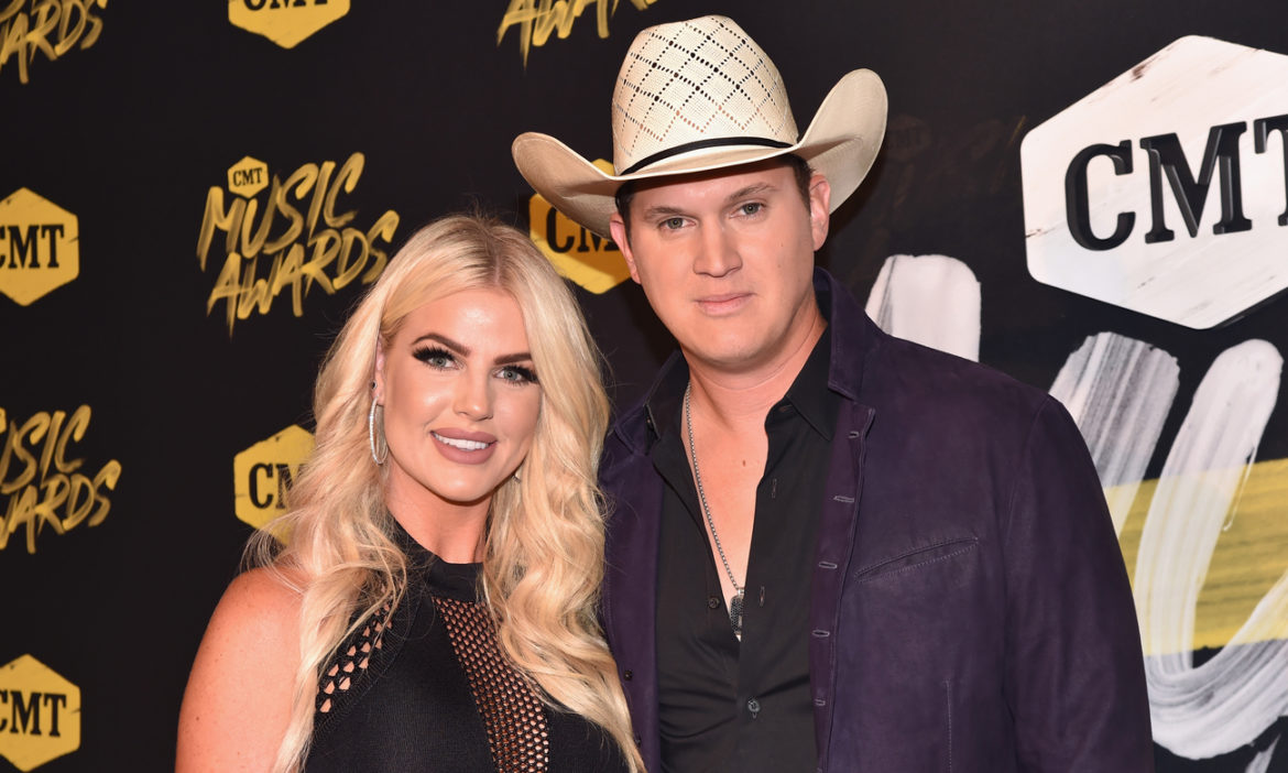 jon-pardi-shares-adorable-photo-wife-summer-when-love-is-real