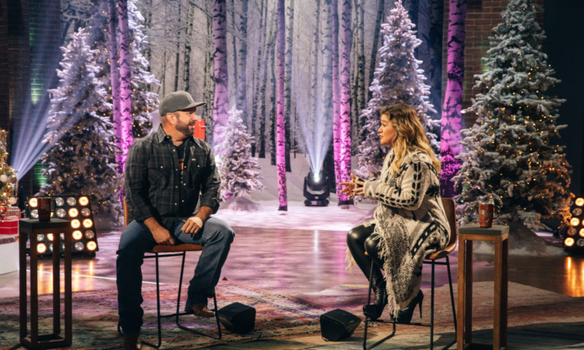watch-kelly-clarkson-and-garth-brooks-cover-shallow-from-a-star-is-born