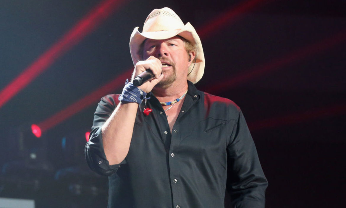 toby-keith-shares-ugly-christmas-sweater-decorated-with-red-solo-cups