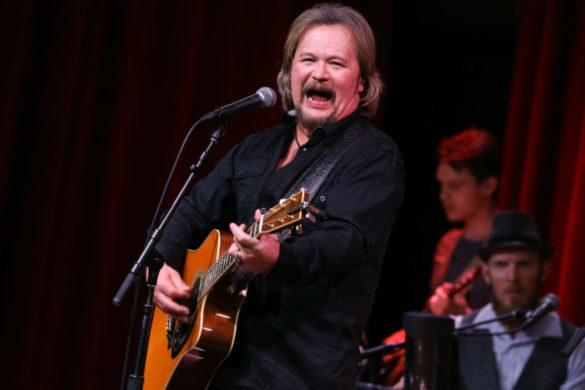 travis-tritt-responds-to-death-of-tony-rice-best-acoustic-flat-picker-ever