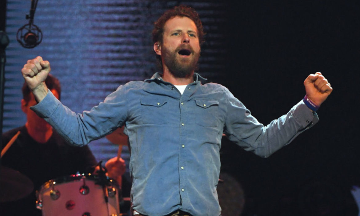 watch-dierks-bentley-performs-the-woods-at-pre-fame-2012-show