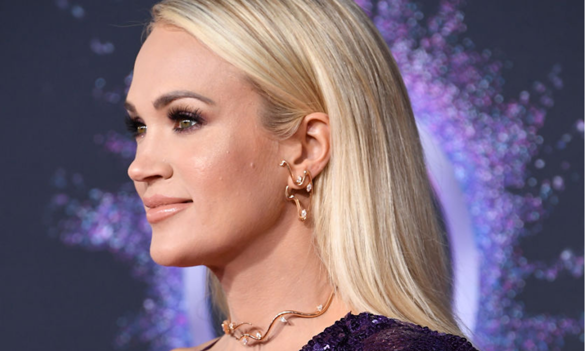 Carrie-Underwood-Surprises-7-Year-Old-Fan-Helped-Front-Line-Workers