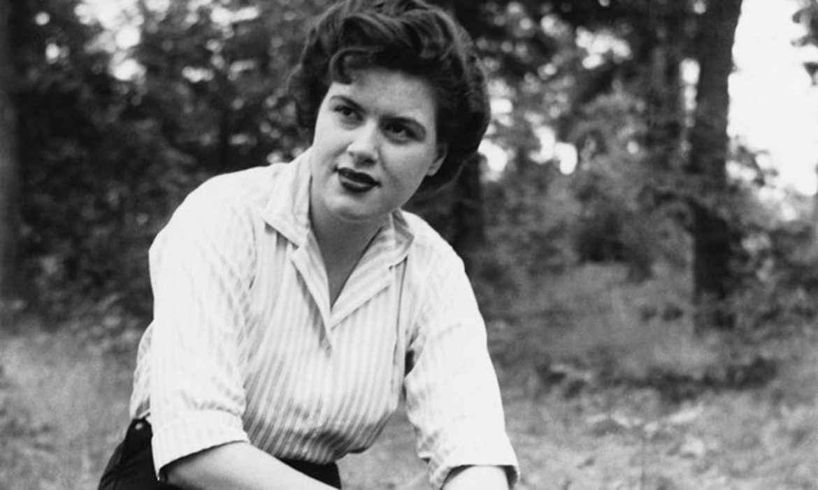 patsy-cline-broke-major-grand-ole-opry-tradition-got-accepted-anyway-heres-what-happened