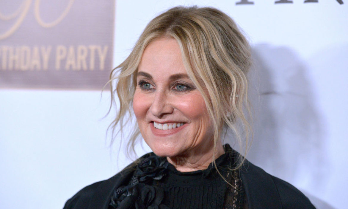 brady-bunch-star-maureen-mccormick-remodels-1950s-home-new-show-frozen-in-time