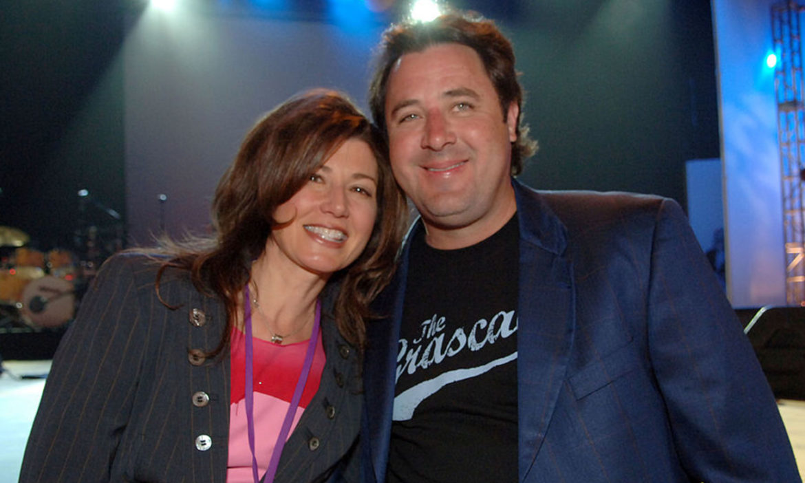 country-throwback-vince-gill-amy-grant-sing-house-of-love-on-1994-tonight-show