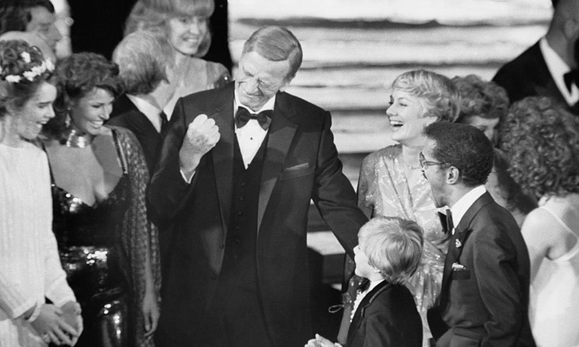 watch-john-waynes-last-ever-public-appearance-at-1979-oscars-was-glorious
