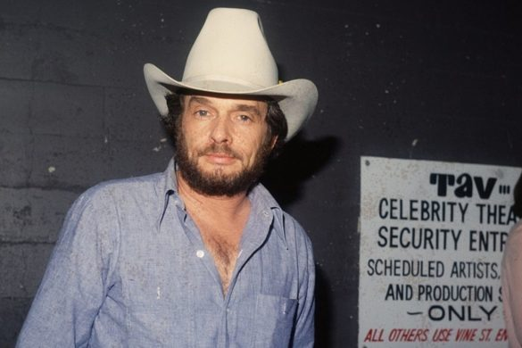 merle-haggard-appeared-on-the-waltons-as-musician-in-1976