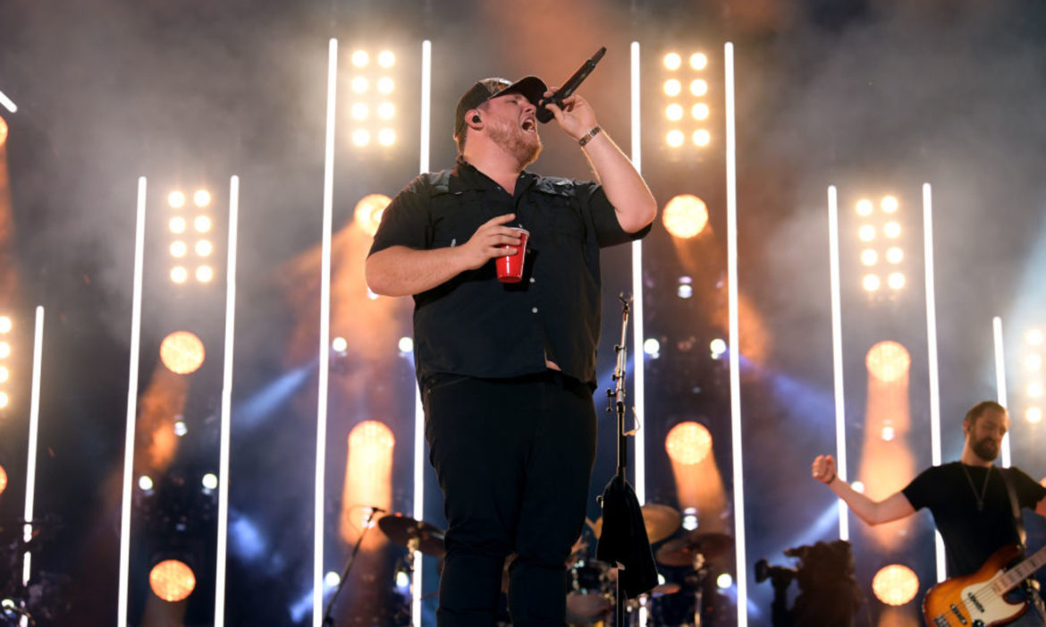 luke-combs-announces-much-anticipated-live-stream-show