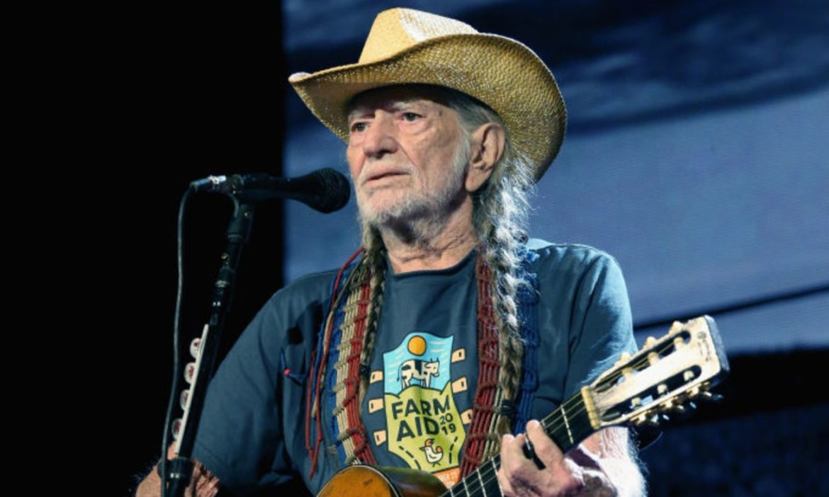 watch-young-pre-braids-willie-nelson-sings-mr-record-man-in-amazing-1965-footage