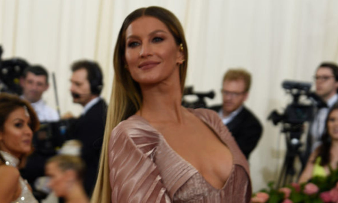 gisele-bundchen-is-loving-tom-brady-and-rob-gronkowskis-early-super-bowl-lv-success
