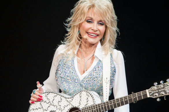 naomi-judd-brags-shes-seen-dolly-parton-naked-shares-details-country-stars-tattoos