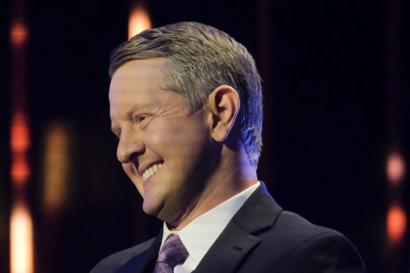 ken-jennings-hilarious-what-is-hoe-moment-jeopardy-question-set-up