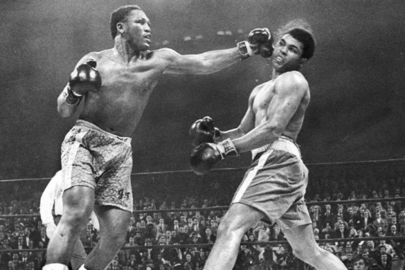on-this-day-joe-frazier-beats-muhammad-ali-iconic-world-heavyweight-title-match-1971