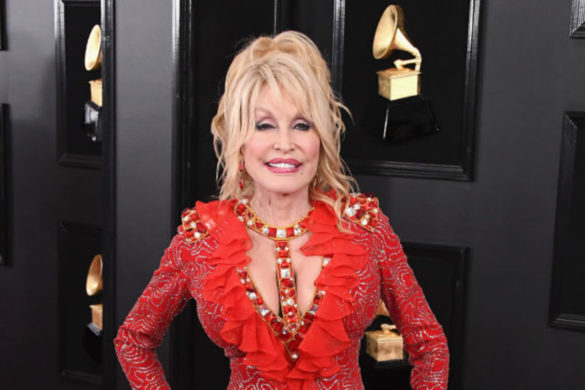 what-dolly-parton-wants-people-think-about-when-wearing-her-new-perfume