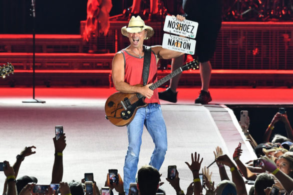kenny-chesney-shows-off-epic-no-shoes-nation-water-ski-gorgeous-photo