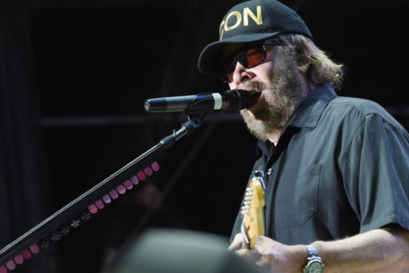 hank-williams-jr-proves-country-boy-can-fish-hosting-massive-catch-new-pic