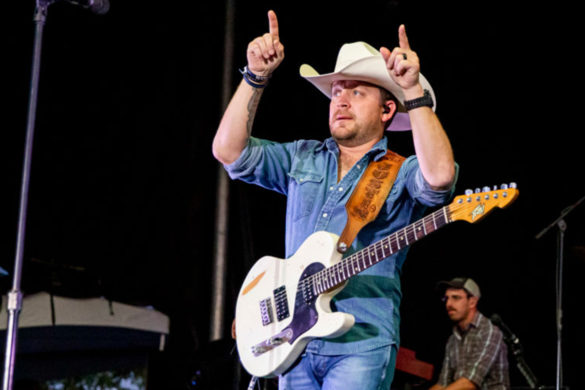 justin-moore-got-married-lost-two-dogs-signed-major-record-deal-all-one-day