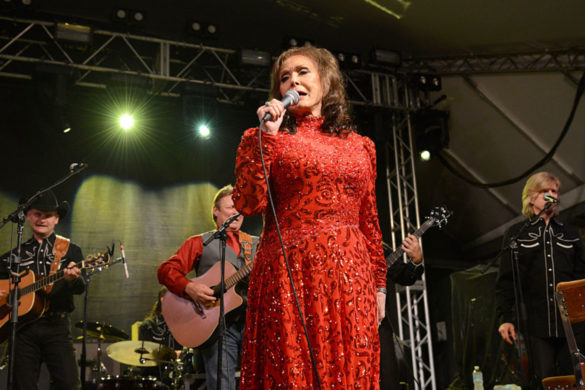 loretta-lynn-another-addition-star-studded-benefit-concert-tennessee-flooding-victims