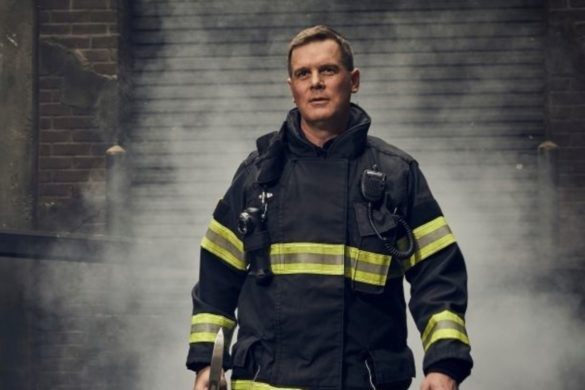 9-1-1-bobby-nash-peter-krause-became-friends-nyc-fire-captain-learn-more-about-role