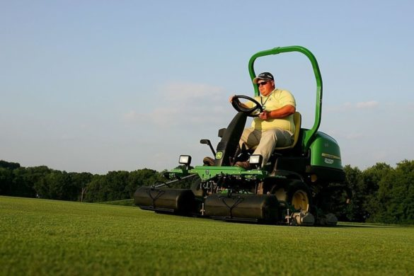 worlds-fastest-lawnmower-hits-blistering-143-mph-but-can-it-cut-your-lawn